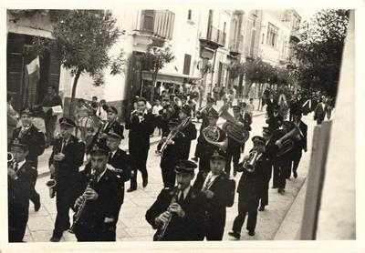 36° anniversario dell'assassinio di Giuseppe Di Vagno. Il corteo dei socialisti sfila lungo le strade di Conversano