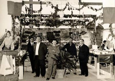 """Alcuni socialisti all'interno dello stand allestito in occasione della """"sagra delle ciliegie"""" a Conversano"""
